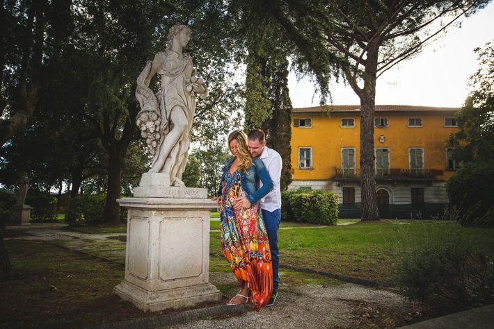 maternity photo in Tuscany by Samantha Pennini